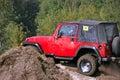 Jeep auf der harten Straße Stockfotografie