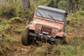 Jeep sporca su concorrenza Fotografia Stock