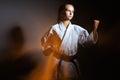 Jeune fille dans un kimono de sports dans l image du judo Image stock