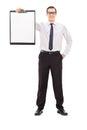 Jeune homme d affaires retenant une planchette Photographie stock libre de droits