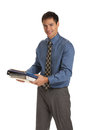 Jeunes documents de standing smiling holding d homme d affaires d isolement Photographie stock