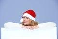 Joli conseil de santa woman smiling over white Photographie stock libre de droits