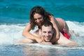 Jonge vrouw en man in het water Royalty-vrije Stock Foto
