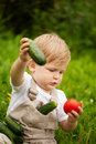 Jongen en groenten Royalty-vrije Stock Afbeelding