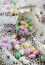 Jordan almond candies in der schale Stockfotos