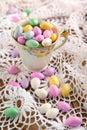Jordan almond candies in der schale Lizenzfreies Stockfoto