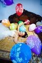 Juegos felices de la novia con los globos festivos Fotografía de archivo libre de regalías