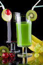 Juice and fresh fruits - organic, health drinks se Royalty Free Stock Photos