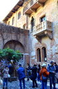 Juliet house verona italy excited tourists sightseeing in front of statue in courtyard and balcony of the s from romeo and by w Stock Photos