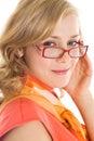 Junge blonde Frau in den Gläsern Lizenzfreies Stockfoto
