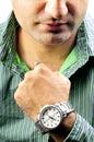 Junge mit Armbanduhr Stockfoto