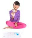 Junges mädchen mit puzzle stück ii Stockbilder