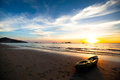 Kajak auf dem strand bei sonnenuntergang Lizenzfreie Stockfotografie