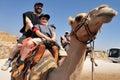 Kamelritt och ökenaktiviteter i den judean öknen israel Royaltyfri Bild