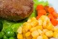 Karbonades met omhoog vegetables.close Stock Afbeelding