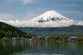 从Kawaguchiko湖的富士山在日本 免版税库存图片