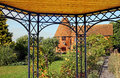 Kent oast garden pergola photo of a cottage with beautiful view from underneath summer Stock Photo