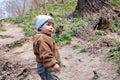 Kind op een weg in-gebied Stock Fotografie
