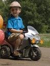Kind- und Fahrradspielzeug Lizenzfreie Stockfotografie