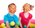 Kinderen met gezicht het schilderen. Stock Foto's