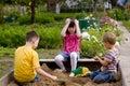 Kinderen in sand-box Stock Afbeeldingen