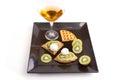 Kiwi tart slices met drank Royalty-vrije Stock Afbeeldingen