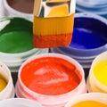 Kleuren en het schilderen borstels. Royalty-vrije Stock Afbeeldingen