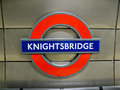 Knightsbridge London znaka staci metro Fotografia Stock