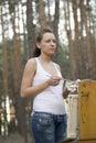 Kobieta obraz na kanwie w lesie Zdjęcie Royalty Free