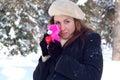 Kobieta z valentine miś pluszowy Zdjęcia Royalty Free