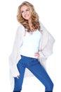 Lächelnde attraktive frau in der knit wolljacken ausstattung Lizenzfreies Stockbild