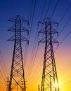 Líneas eléctricas en la puesta del sol Imágenes de archivo libres de regalías