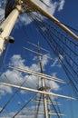 L arbre a mâté le bateau sur la mer baltique à stockholm Photographie stock libre de droits