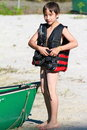 L'enfant met sur un lifevest Photos stock
