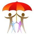 L immagine della famiglia sotto un grande ombrello rosso Fotografia Stock