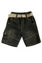 L usage des enfants shorts de treillis Photo stock