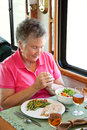 La mujer mayor de rv dice tolerancia Fotografía de archivo