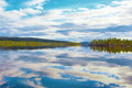 Lac inari roi des lacs lapland dans le jour calme d automne finlande Images libres de droits