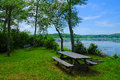 Lakeside picnic area at pecks pond in the pocono mountains Royalty Free Stock Photos