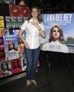 Lana Del Rey bij prestaties en CD die voor haar album ?Geboren te sterven? ondertekenen Stock Afbeelding