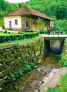 Lantligt europeiskt hus Royaltyfria Bilder