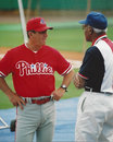 Larry bowa and negro leagues legend buck o neill before a game phillies manager speaks with against the kansas city royals image Royalty Free Stock Photography