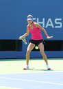 Le champion ana ivanovich de grand chelem pratique pour l us open chez arthur ashe stadium chez billie jean king national tennis Photographie stock libre de droits