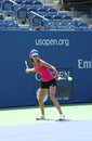 Le champion ana ivanovich de grand chelem pratique pour l us open chez arthur ashe stadium chez billie jean king national tennis Image libre de droits
