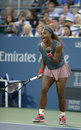 Le champion serena williams de grand chelem de seize fois pendant son premier rond double le match à l us open Photo stock