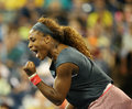 Le champion serena williams de grand chelem de seize fois pendant son premier rond double le match à l us open Photographie stock