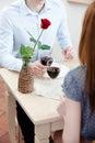 Le couple est au restaurant Image libre de droits