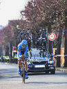 Le cycliste van summeren le prologue de johan paris nice dans houi Image stock