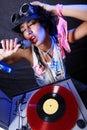 Le DJ frais dans l'action Image stock