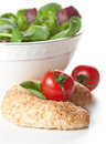 Leafy green salad, tomato and bread Royalty Free Stock Photos